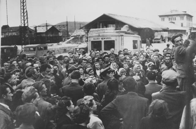 Hier ist der Rücktransport ehemaliger polnischer ZwangsarbeiterInnen in ihre Herkunftsregionen zu sehen.