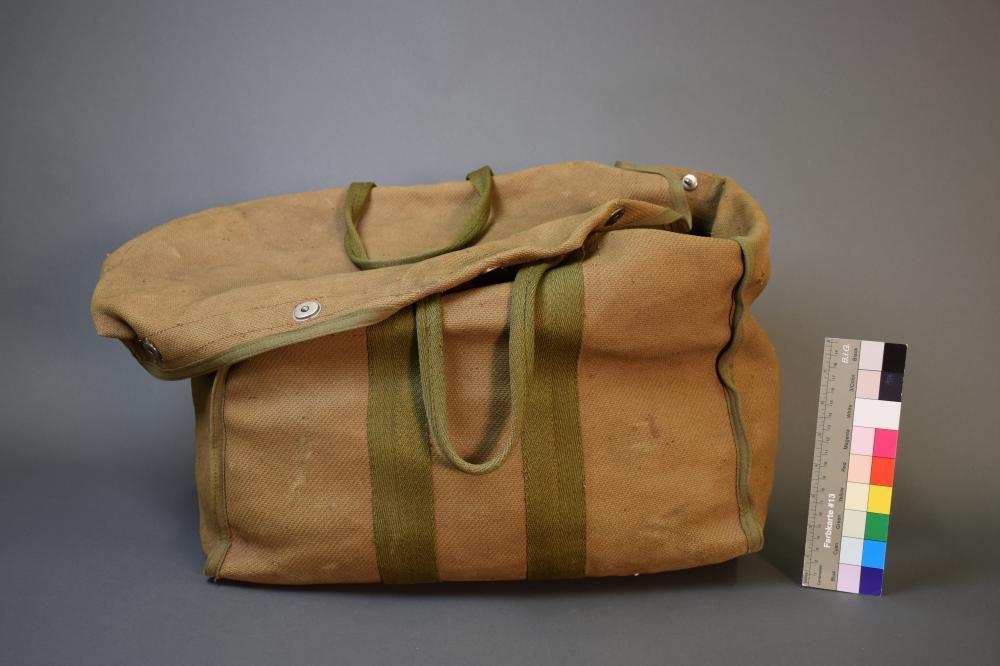 Zelt eines österreichischen Wehrmachtssoldaten aus dem Afrikafeldzug. Mit solcher Ausrüstung war ein